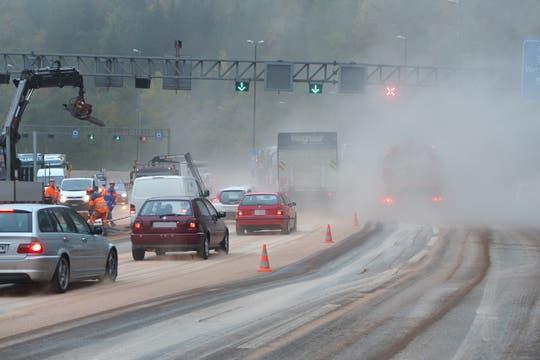 Neuenhof - Lastwagen-Unfall beim Baregg: Verkehr läuft