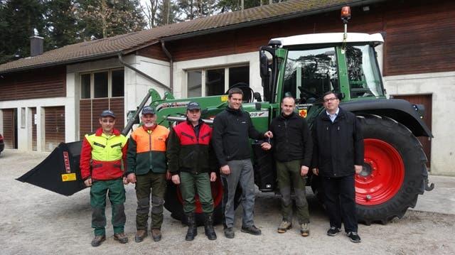 Traktor des Forstbetriebs für Holztransport, Strassenbau und Schneeräumung