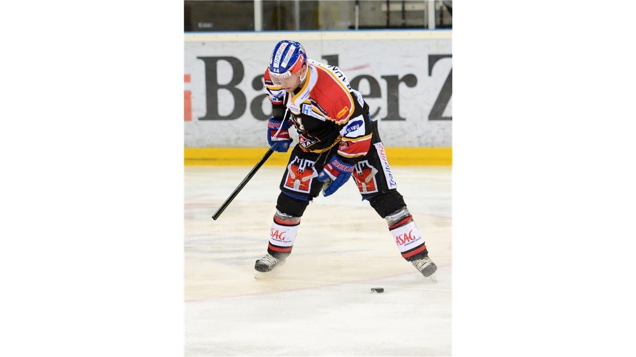 Basels Alexandre Tremblay zertrümmert bei einem Schussversuch seinen Stock.