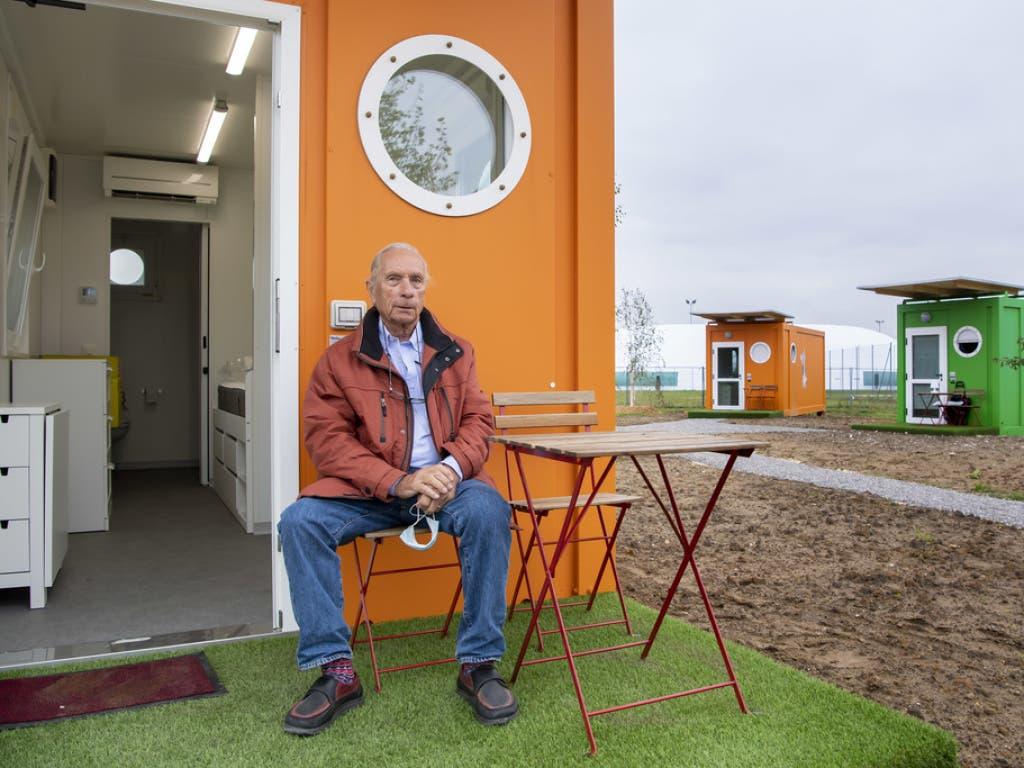 Noel Constant, der Gründer und Präsident der Stiftung Carrefour-Rue et Coulou, vor einem der neuen Studios für Obdachlose in Plan-les-Ouates.