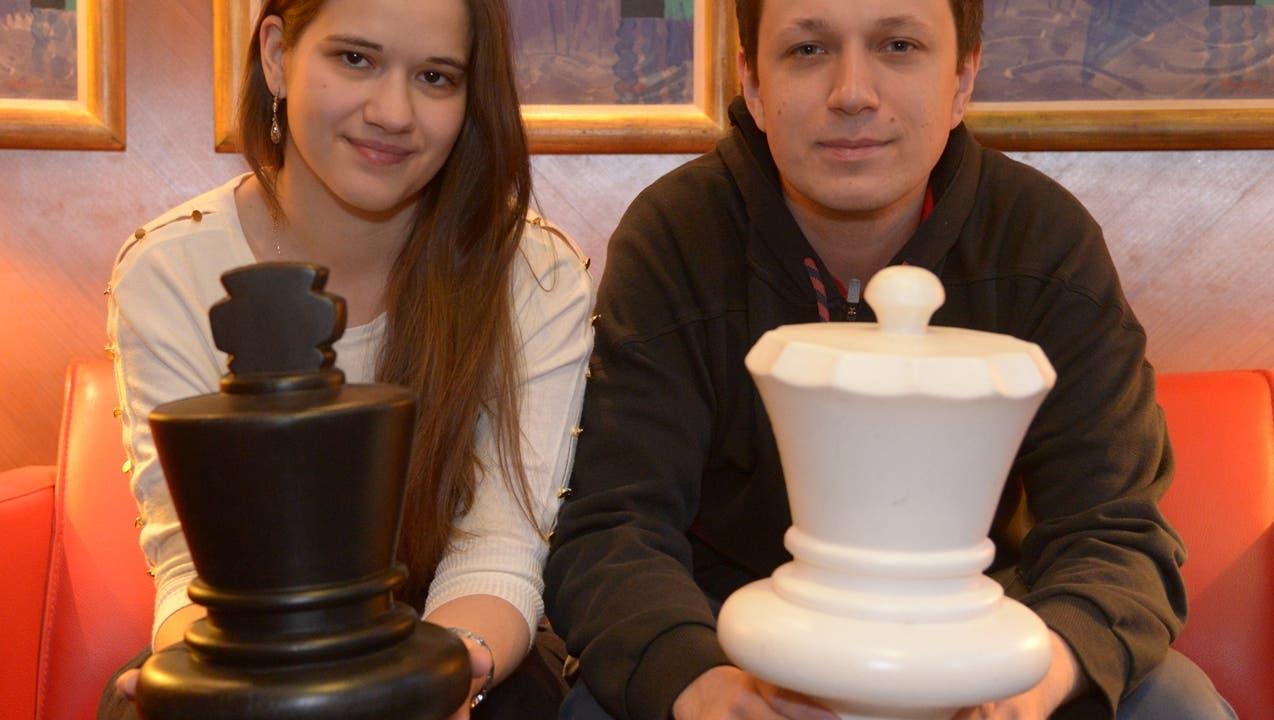 Er hat statt französisch das Schachspielen perfekt erlernt
