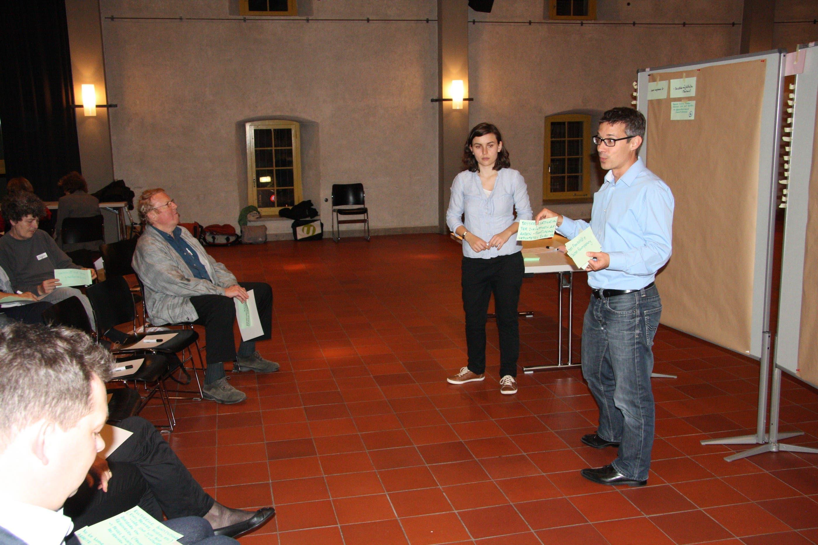 Melanie Lienhard und Stefan Bruni von der Hochschule Luzern, Co-Moderatoren