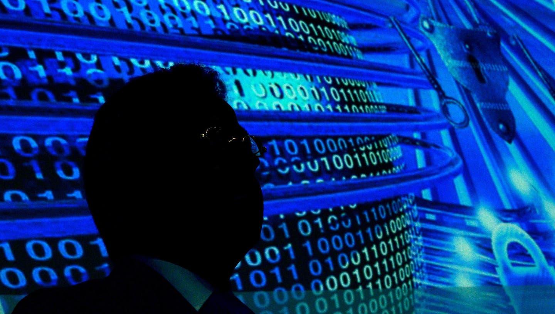 Schweizer fürchten sich vor Cyber-Angriffen und wollen Unabhängigkeit
