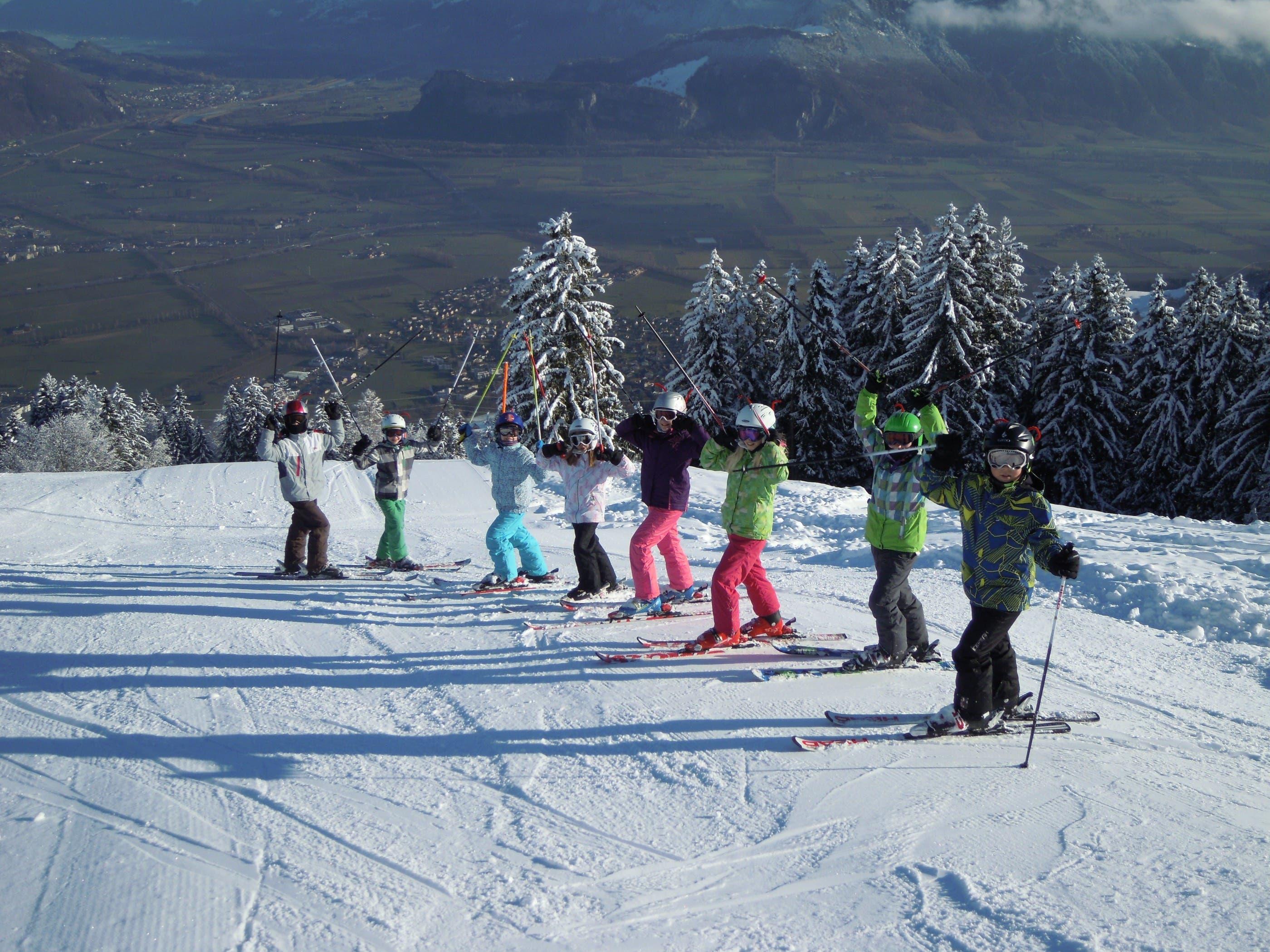 Auf der Piste Skifahren hoch über dem Sarganserland