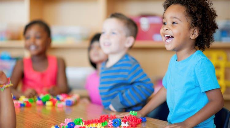 Studie zeigt: Kinder profitieren von zweisprachiger Kinderkrippe