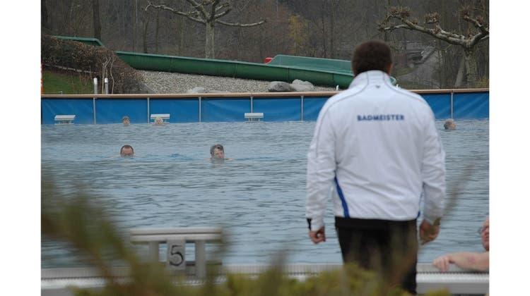 Die Freibad-Saison im Aargau ist eröffnet – bei drei Grad Aussentemperatur
