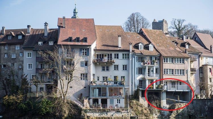 Abgestürzter Balkon: Häuserzeile weist Risse in Brandschutzmauer auf