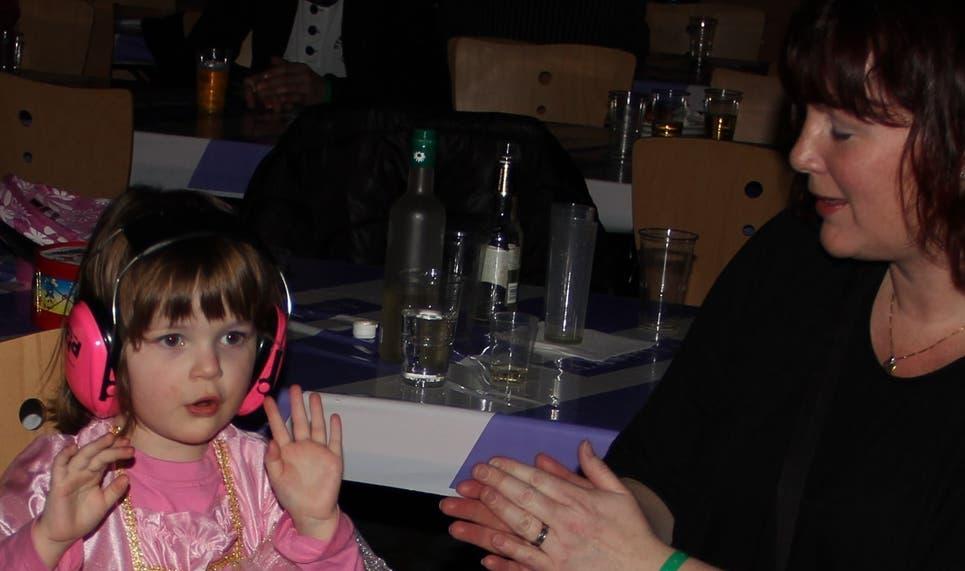 Applaus für Papi: Gabriela Wellenberg mit Saisa.