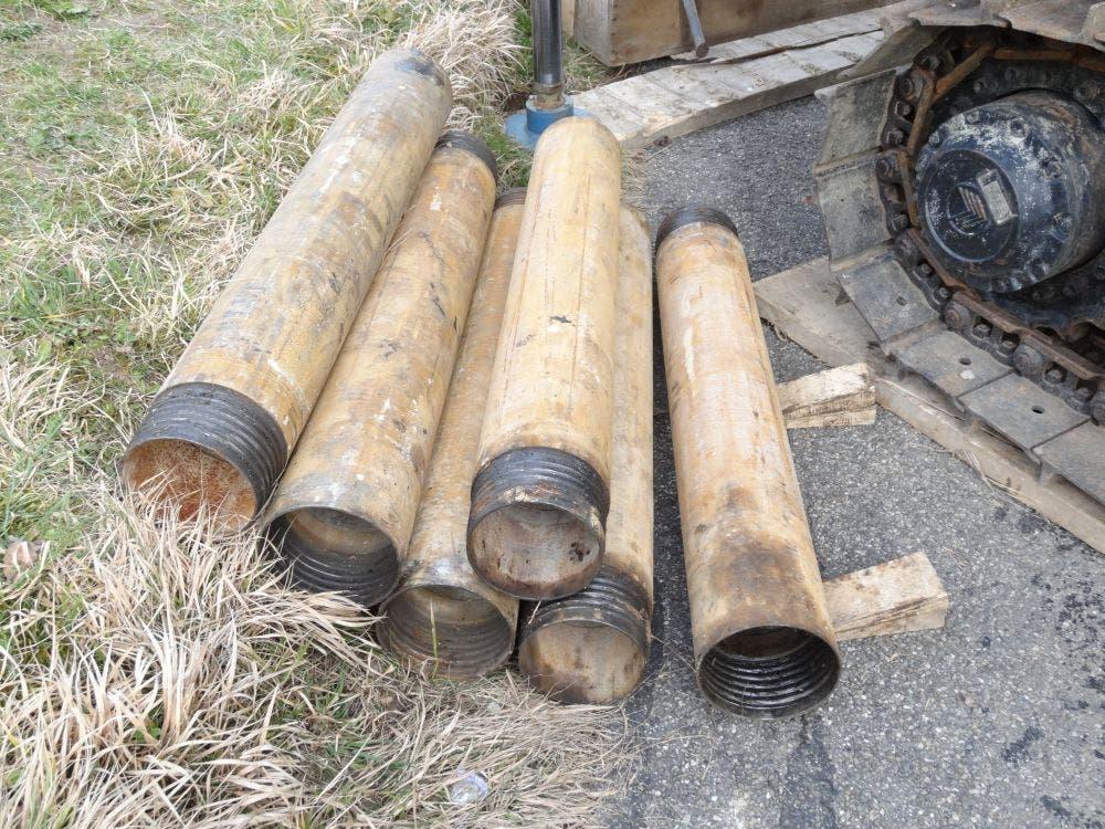 Stahlrohre werden zur Stabilisierung des Bohrlochs benötigt