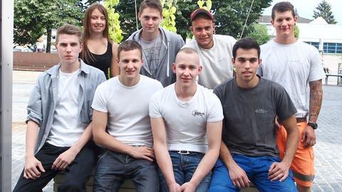 9 frischgebackene Berufsleute im Gränicher Gwärb