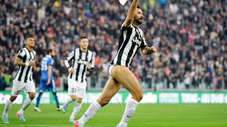 Freuden-Striptease: Juventus Spieler Mirko Vucinic lässt die Hosen runter