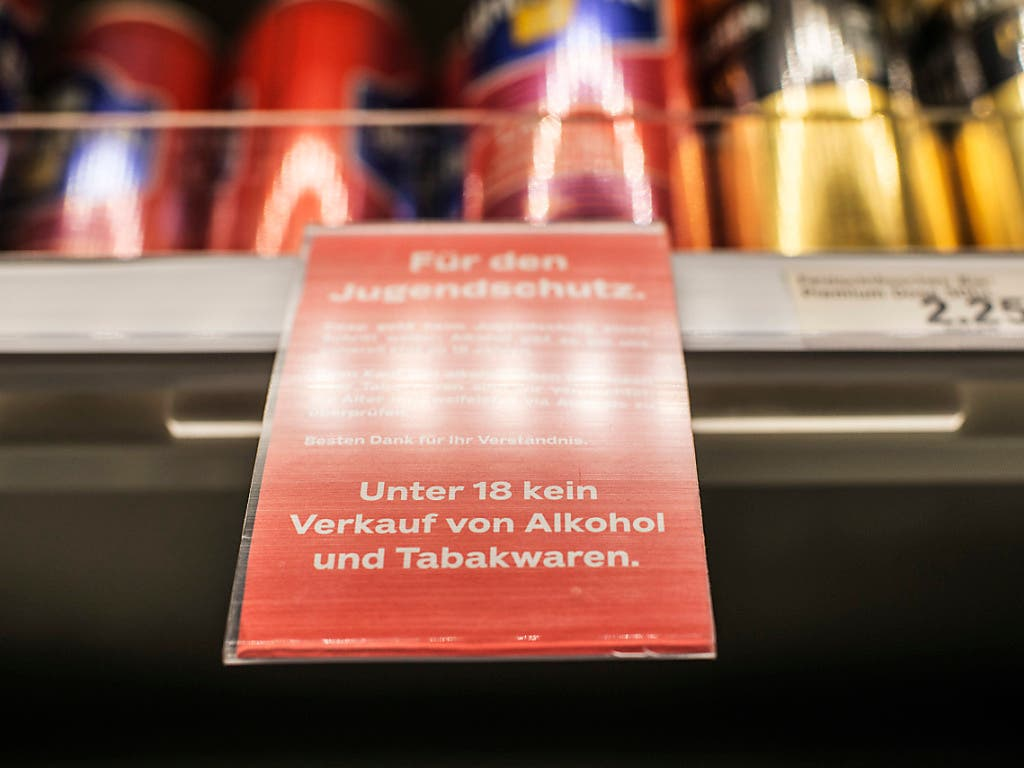 Im Grossverteiler kommt trotz Jugendschutz fast jeder fünfte Minderjährige illegal zu Alkohol.