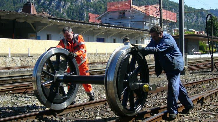 In Balsthal bekommt die historische Dampflokomotive neue Räder