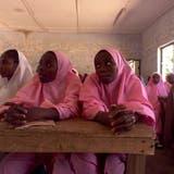 Nach Bombenanschlag in Nigeria: 103 Schülerinnen entführt