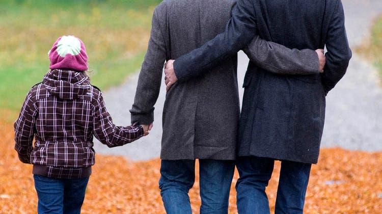 Stiefkindadoption soll vors Volk: Kinder sollen nicht zwei Väter haben können