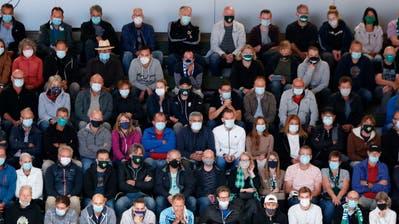 Die Maskentragepflicht in den Stadien gilt zwar weiter, dafür dürfen wieder mehr als nur 1000 Zuschauer zum Fussball oder Eishockey. (Freshfocus / Daniela Frutiger)