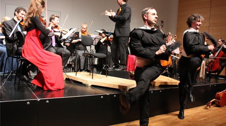 Duo Calva tanzte in Aarau zum Geburtstag einen Cancan