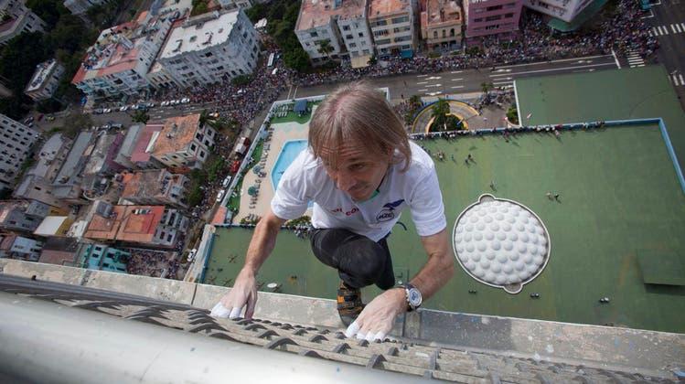 Frankreichs Spidermann klettert ohne Absicherung kubanisches Hotel hoch