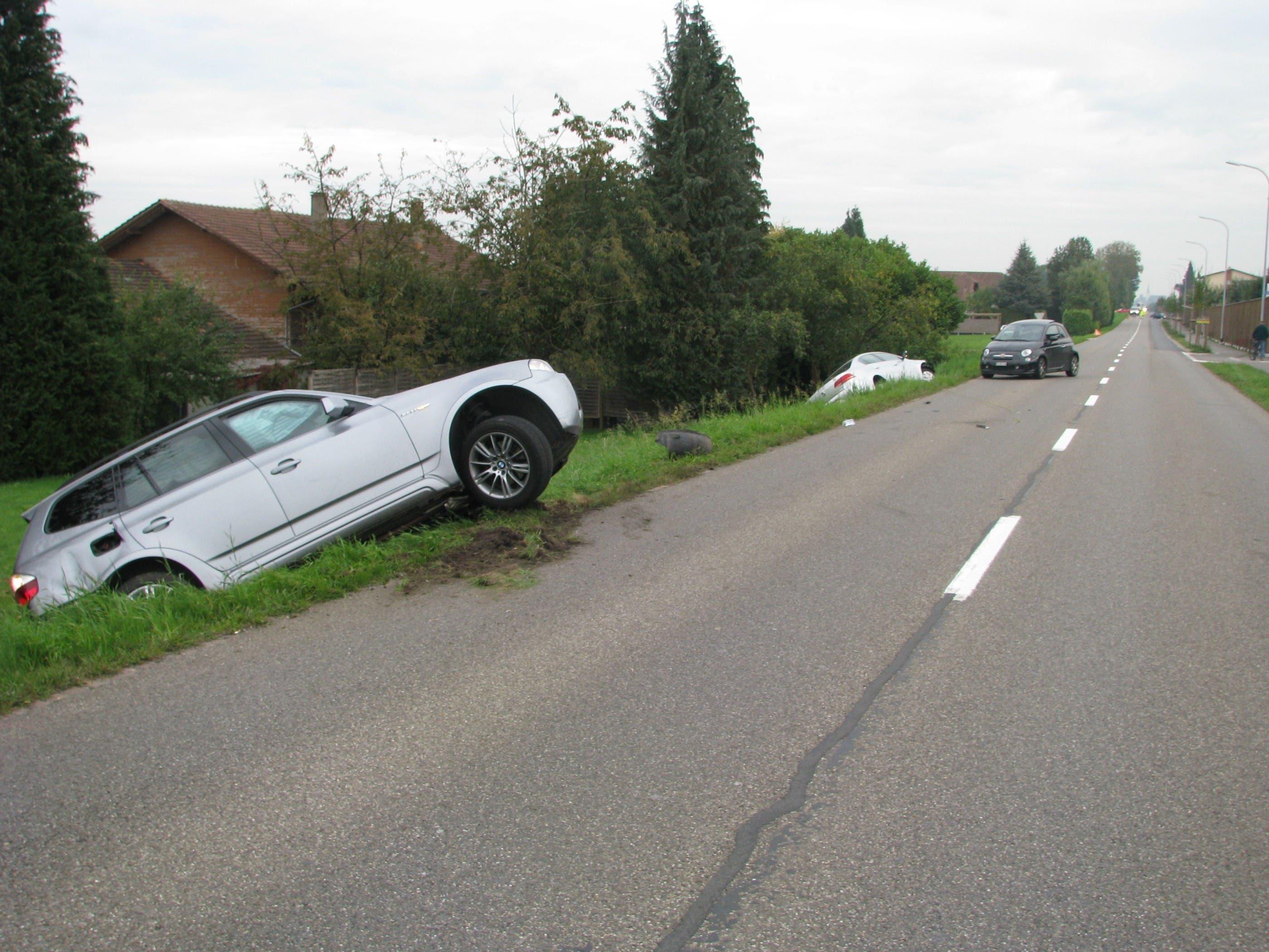 Kollision zwischen drei Autos fordert in Boswil zwei Verletzte