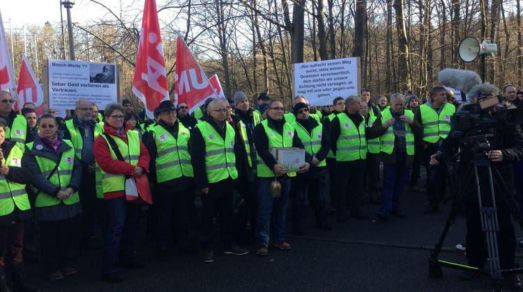 260 Scintilla-Mitarbeiter übergeben Petition am Bosch-Hauptsitz in Stuttgart