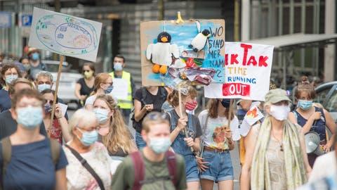 Die Demonstranten starten am Samstagnachmittag ihren Marsch durch die Stadt Luzern. (Bild: Pius Amrein (Luzern, 5. September 2020))