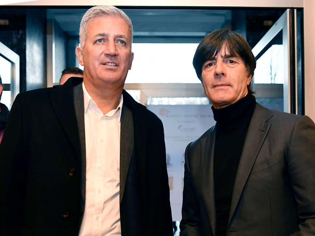 Nationaltrainer Vladimir Petkovic (links) und Bundestrainer Joachim Löw