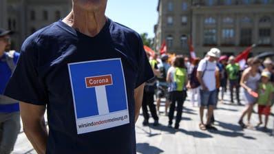 Die Coronarebellen sind unzufrieden mit dem Bundesrat - und lancieren eine Initiative für eine Totalrevision der Bundesverfassung. (Keystone)