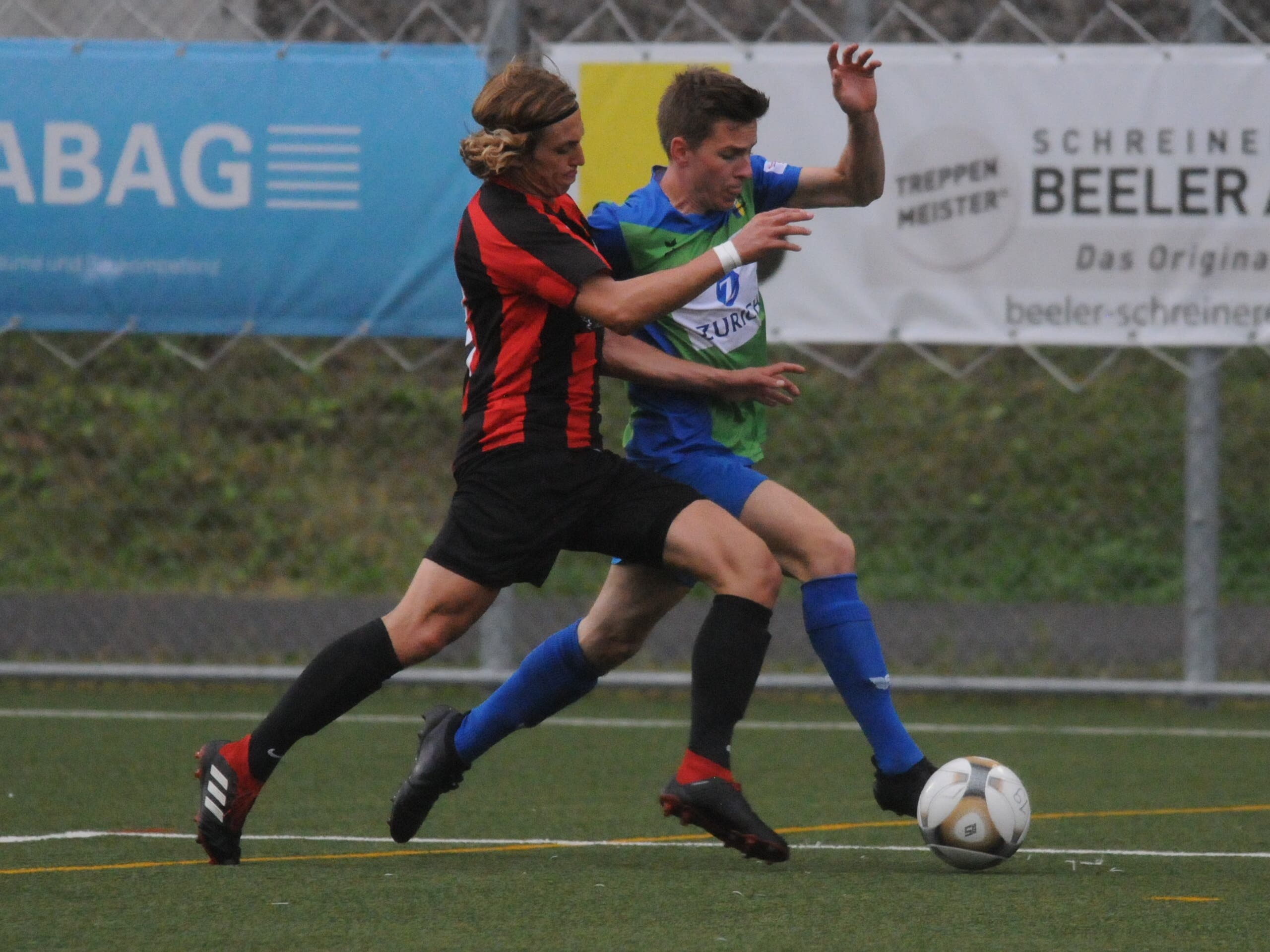 ESC-Spieler Samuel Baumann am Ball.