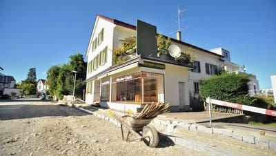 Eine Baustelle mitten in der Baustelle: Der Aadorfer Buchladen «Büecher-Chorb» steht derzeit leer. (Bild: Olaf Kühne)
