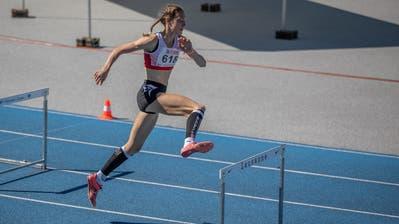 Der Rothenburger Fabio Küchler (16) gewann bei den U18-Meisterschaften Gold bei den Hürdenläufen über 110 und 400m .