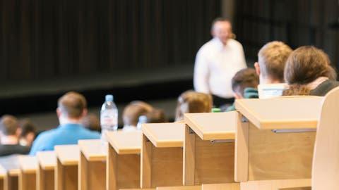 Eine Vorlesung in einem Hörsaal der Universität St.Gallen (Bild: Christian Beutler, Keystone)