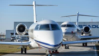 Grosse Businessjets auf dem Flugplatz Altenrhein. (Hanspeter Schiess)