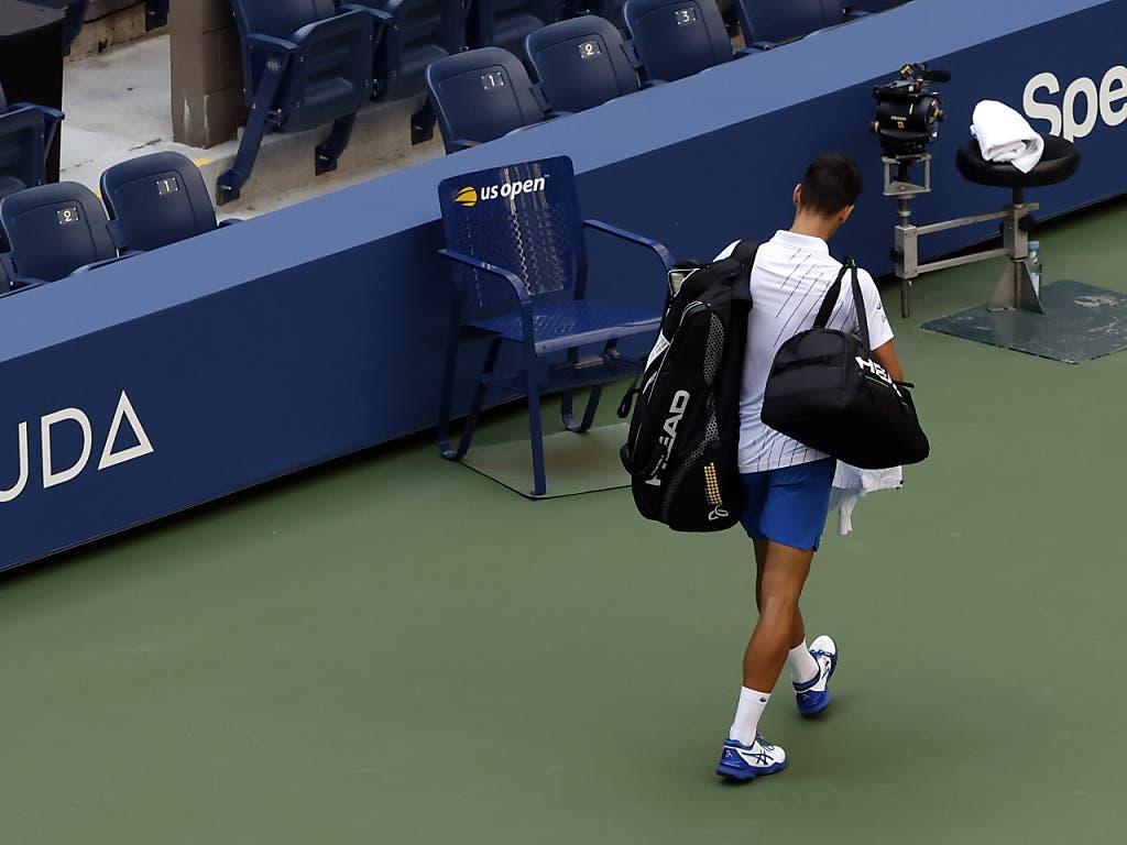 Novak Djokovic verliess nach der Disqualifikation zerknirscht den Platz