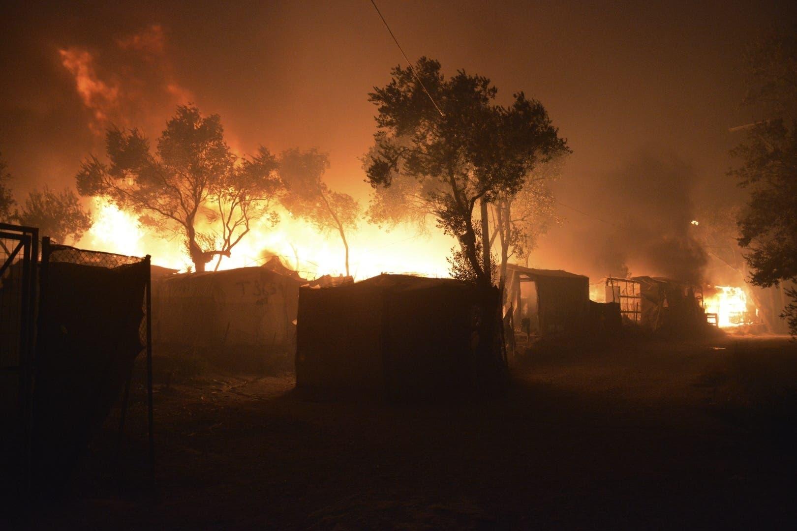 Fast das gesamte Lager brennt.