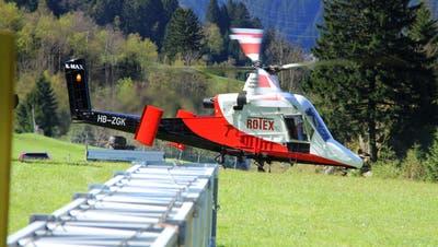 Rotex-Helikopter kippt in Zermatt knapp ab Boden – ohne Personenschaden