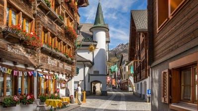 Der Dorfkern von Andermatt konnte sein typisches Aussehen trotz Neubauten bewahren und erfährt nun grosse Veränderungen. (Bild: PD)