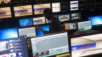 Blick in den Regieraum des RSI-Fernsehstudio. (Keystone)