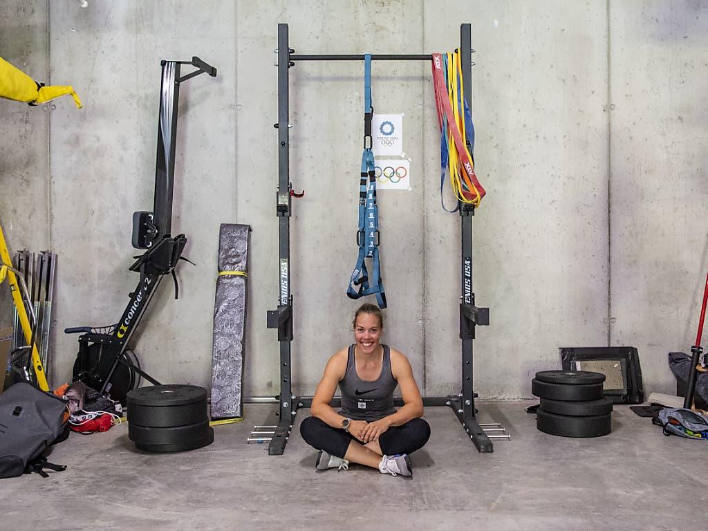 Jeannine Gmelin inmitten ihrer Trainingsgeräte: Diese sind die Basis für eine erfolgreiche EM sowie Olympia-Vorbereitung
