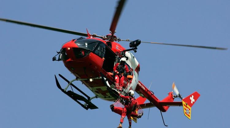 Der Verschüttete wurde per Rettungshelikopter ins Spital gebracht, die Reanimation blieb vergeblich. (Symbolbild) (Keystone)