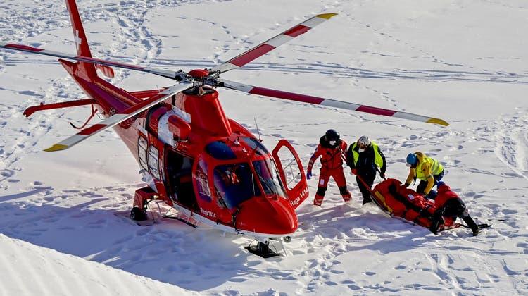 Der 31-jährige Tommy Ford musste nach einem Sturz kurz vor dem Ziel im Riesenslalom von Adelboden mit dem Heli abtransportiert werden. (Bild: KEYSTONE)