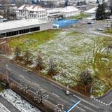 Blick von oben auf die Kreuzlinger Festwiese, wo seit langem die Visiere für ein neues Stadthaus stehen. ((Bild: Reto Martin - 7.1.2021))