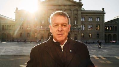 «Telefon, Telefon, Telefon. E-Mail, E-Mail, E-Mail»: So sehen derzeit die Arbeitstage von Gastrosuisse-Präsident Casimir Platzer aus. (Roland Schmid (Bern, 8. Januar 2021))