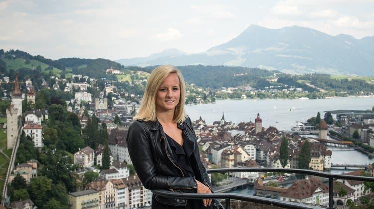 Lara Stalder im August 2020 auf der Terrasse des Château Gütsch. (Bild: Roger Grütter)
