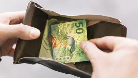 20 Prozent Lohnausfall kann für Personen ohne finanzielles Polster existenzbedrohend sein. (Bild: Christian Beutler/Keystone)
