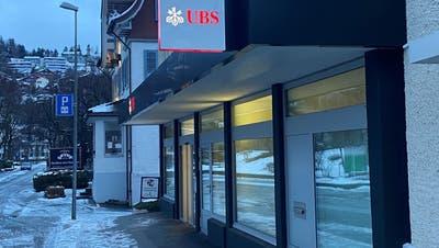 Ende März schliesst die UBS an der Bahnhofstrasse in Wattwil. Wer in die Räume einzieht, ist unklar. (Bild: Simon Dudle (13. Januar2021))