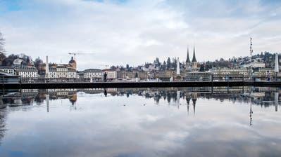 Wegen der Pandemie sind auch im Kanton Luzern viele Unternehmen geschlossen. Der Regierungsrat stockt nun die Härtefallhilfe auf. (Bild: Boris Bürgisser (3. Dezember 2020))