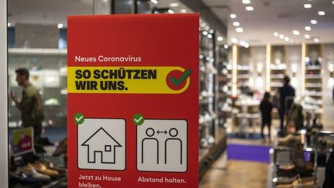 Läden, ausser jenen für Güter des täglichen Gebrauchs, müssen ab dem 18. Januar schliessen. (Bild: Christian Beutler/Keystone)