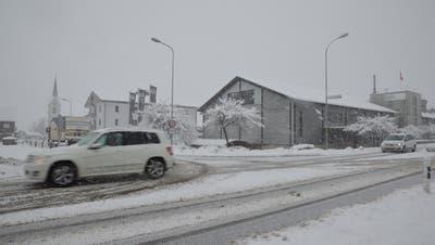 Die Postautolinie von Zuzwil nach Wil hat an Passagieren eingebüsst, weil die Postautos vor allem zu den Hauptverkehrszeiten nicht rechtzeitig beim Bahnhof eintreffen. ((Bild: Zita Meienhofer))
