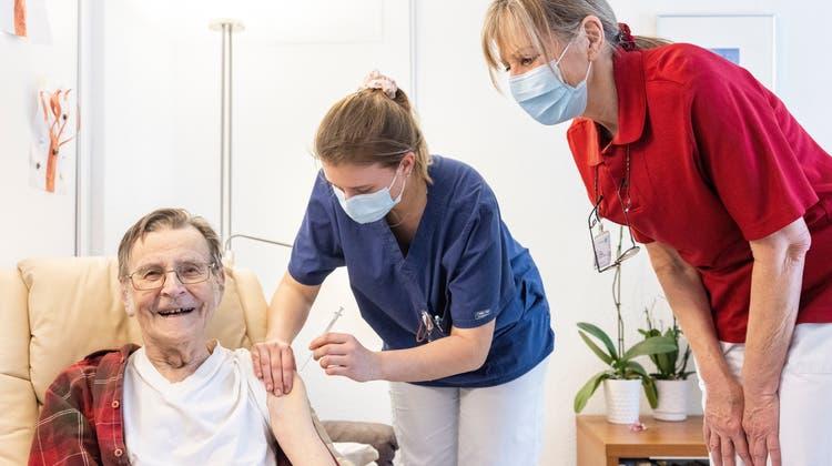 Heimbewohner sind nach erster Covid-Impfung wohlauf – bald folgt die zweite Dosis