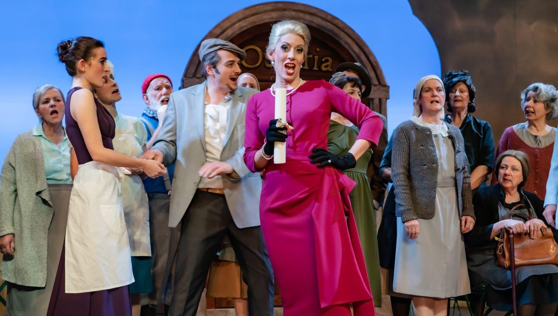 Jetzt erobert die Sopranistin Andrea Hofstetter auch noch die Operettenbühne in Beinwil am See